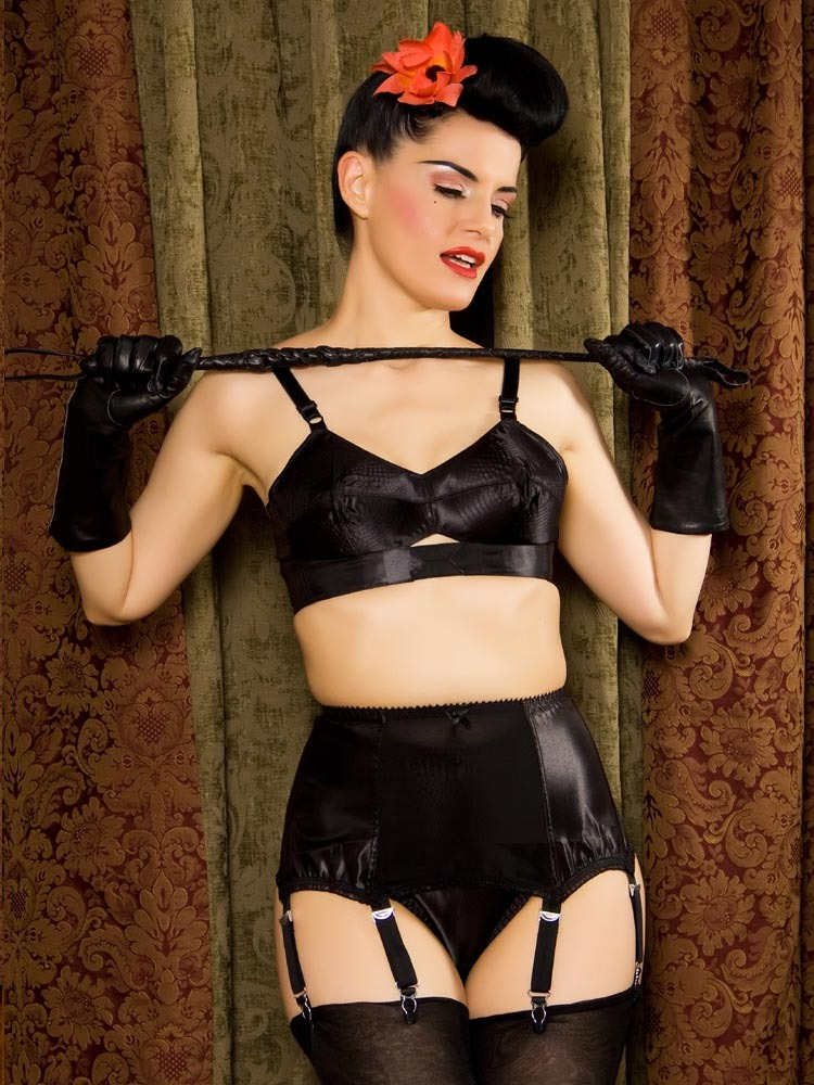What_katie_did_maitresse_suspender_belt