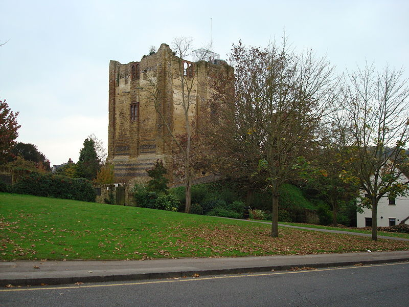 800px-guildford_castle_1