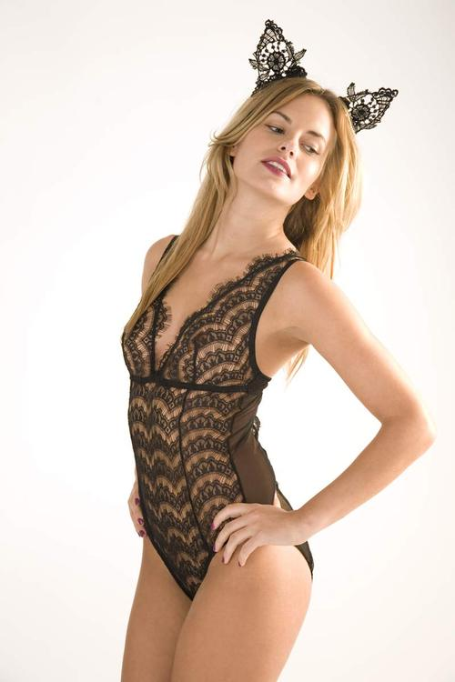 0000519_lace_halter_body