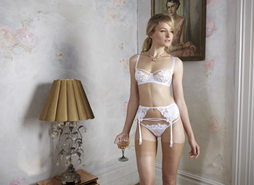 Jasmine balcony bra, suspender and thong_