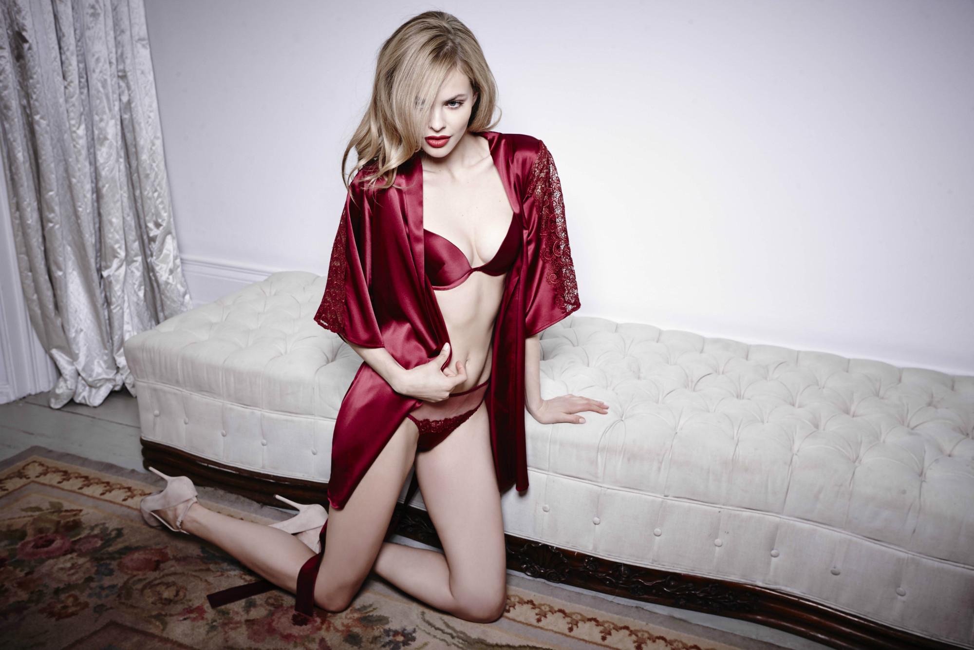 Scarlet Silk Robe Fleur of England sm