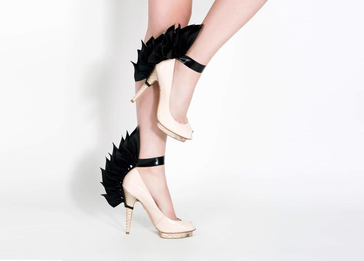 Tres Bonjour Pegasus Heels latex латекс