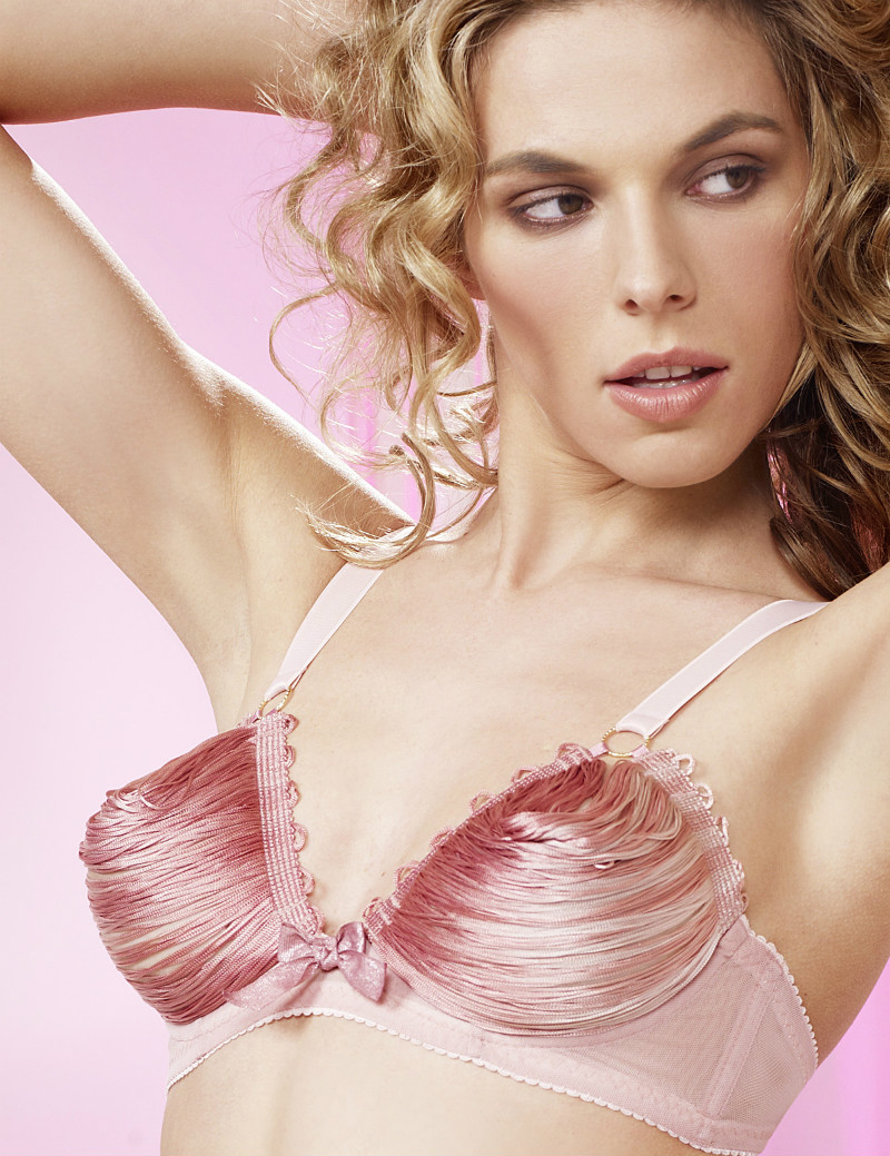 Candy String Open Cup Bra, цена £79 вместо £129