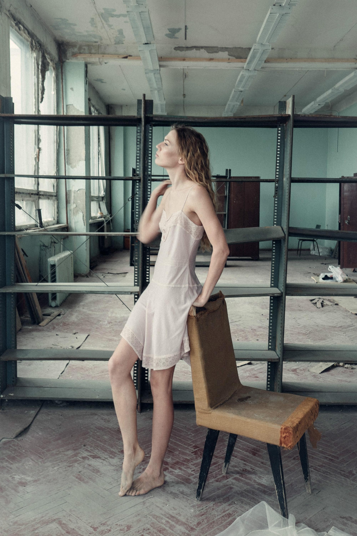 Будуарная фото-съемка на полуразрушенном заводе
