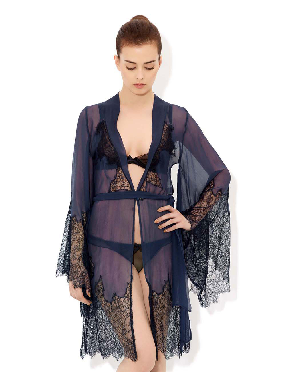 Ornamental Lace Short Robe, £600 вместо  £1,200