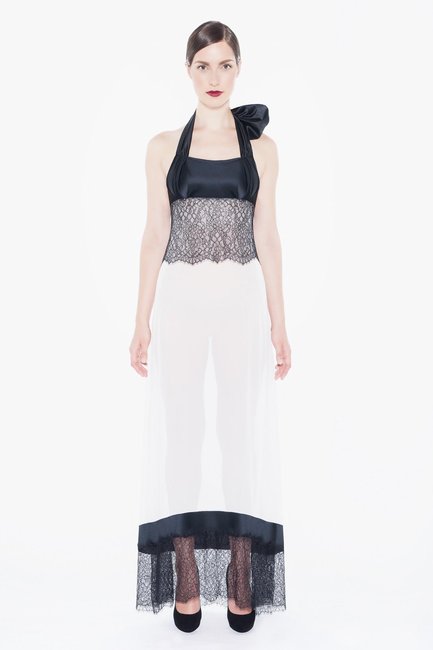 Будуарное платье, цена €129 вместо €430 (около 9590 руб. вместо 31970 руб.)