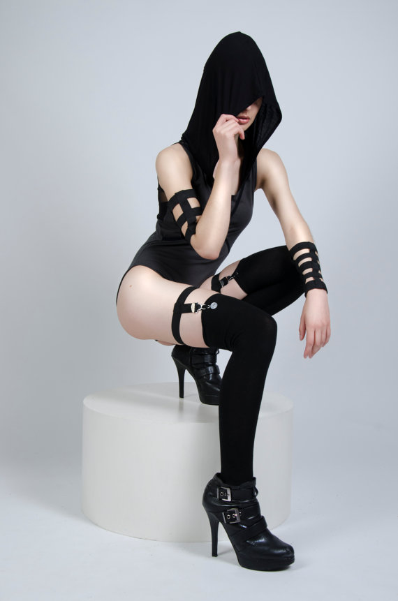 malice thigh garter