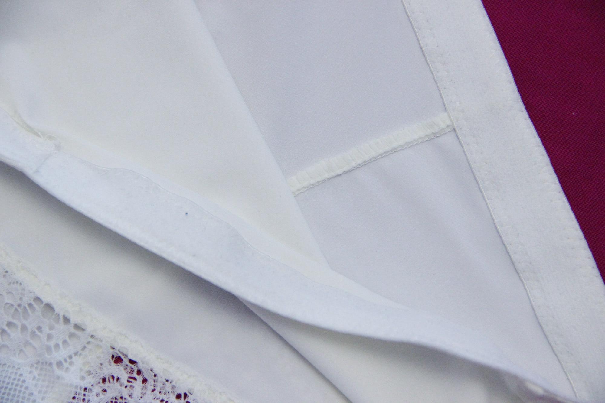 Внутренние швы и пояс трусиков с обратной стороны