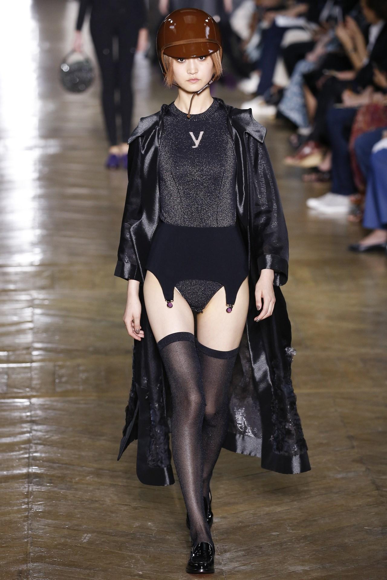 Пояса для чулок в качестве верхней одежды. Ульяна Сергеенко, осень-зима 2016-17