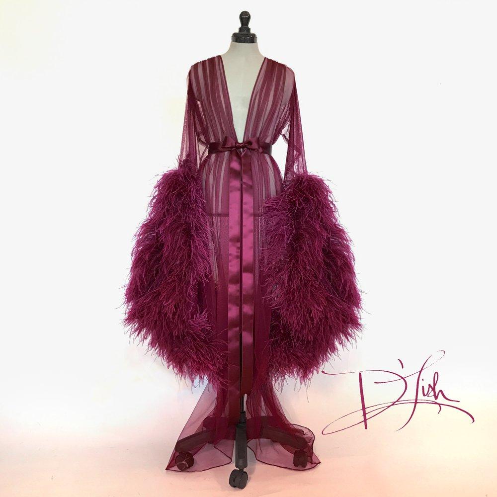 Где искать будуарную одежду со страусиными перьями и перьями марабу. Будуарная накидка (халат) со страусиными перьями от английского бренда Boudoir by D'Lish