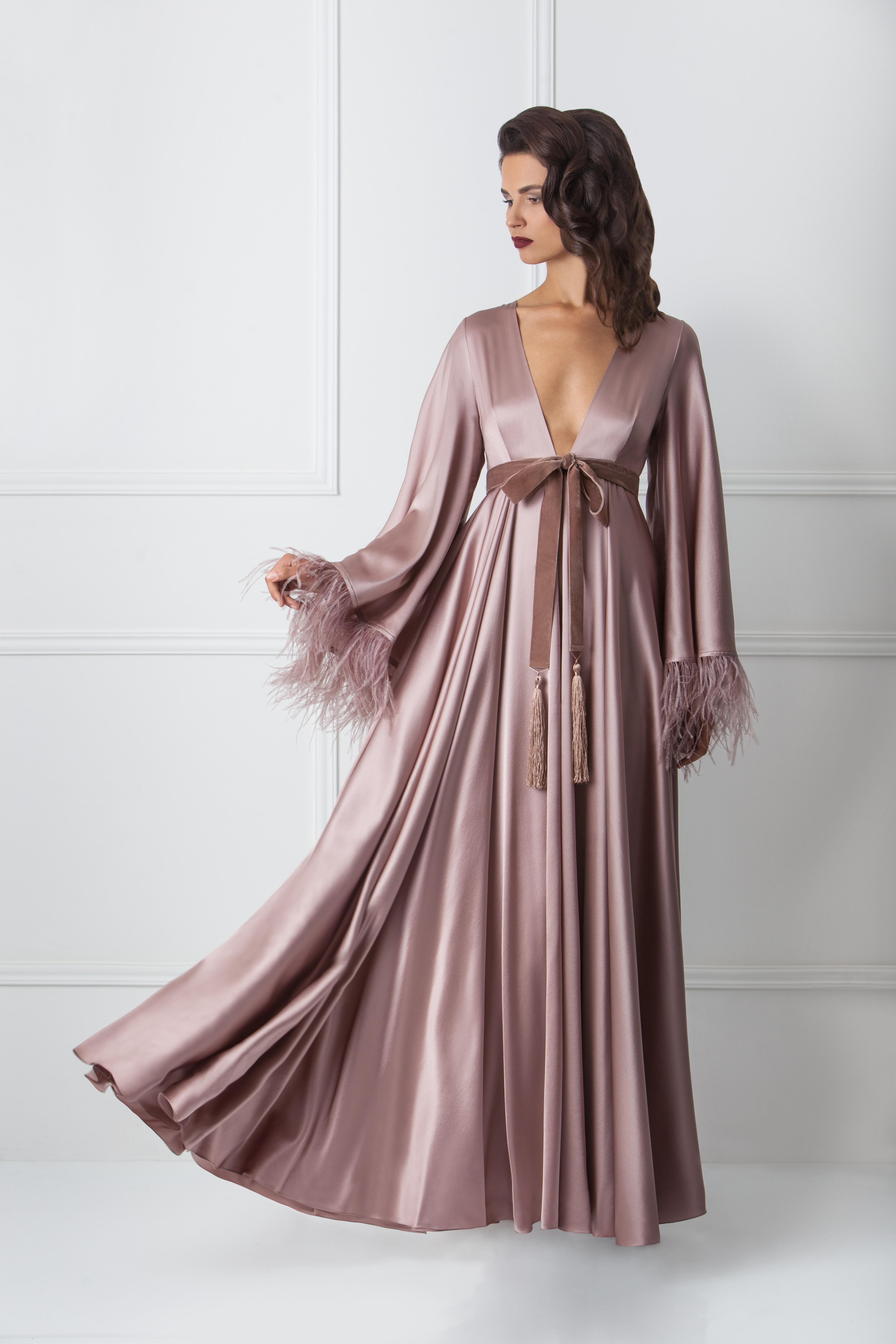 Где искать будуарную одежду со страусиными перьями и перьями марабу. Будуарное платье Fairytale Robe от Amoralle