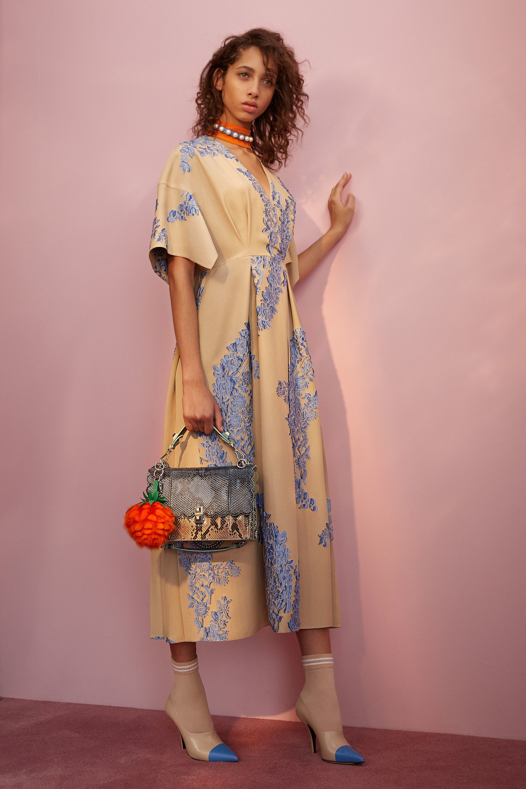 Мода и носки. Fendi Resort 2018 Photos - Courtesy of Fendi