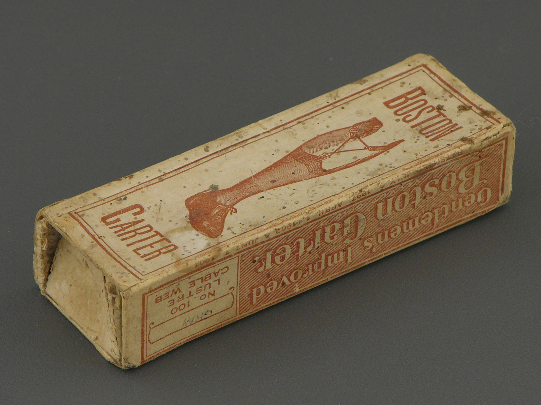 A box from the Boston sock garters with the marking of 1897, the museum EL MODO DEL MODO