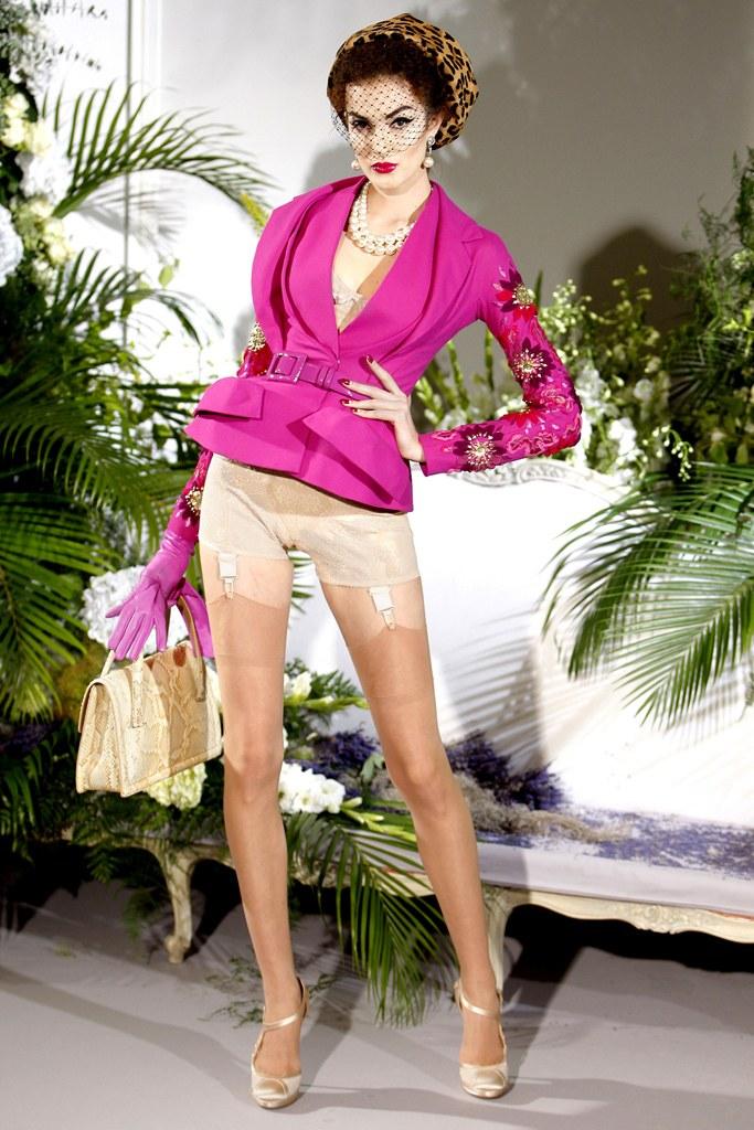 Сhristian Dior Fall 2009 Couture. Monica Feudi : Gorunway.comMonica Feudi / Gorunway.com