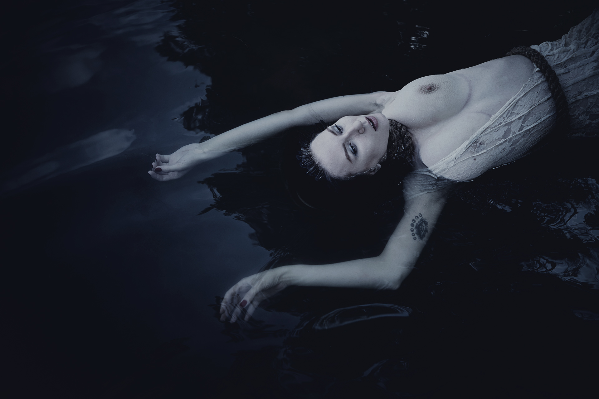 Фото – Константин Александров, муза –Таисия в ню-фотосъемке Ophelia