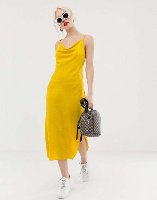 Желтое платье миди со свободным воротом New Look