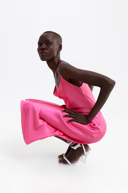 Платье в бельевом стиле с вырезом качели Zara с тонкими регулируемыми бретелями и вырезом с драпировкой